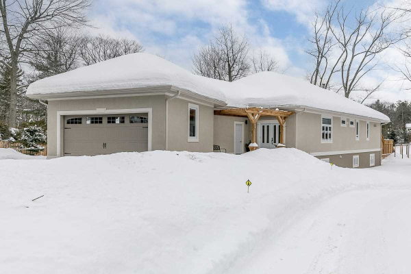 121 32nd St, Wasaga Beach