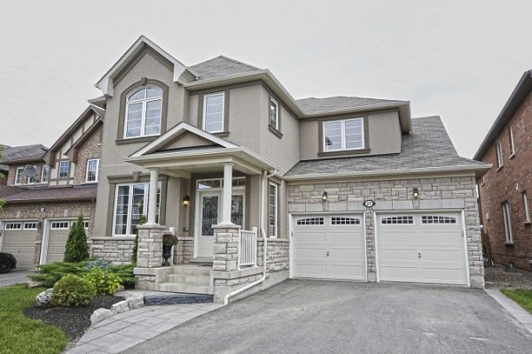 27 Locomotive Cres, Brampton