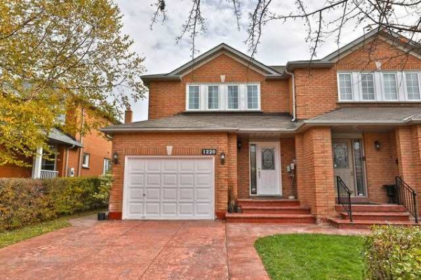 1220 Old Oak Dr, Oakville