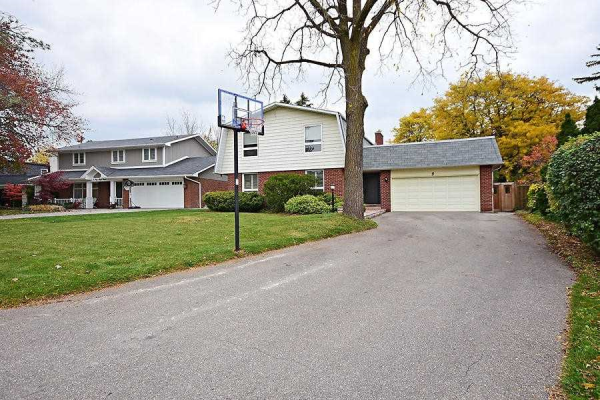9 Pine Ridge Lane, Brampton