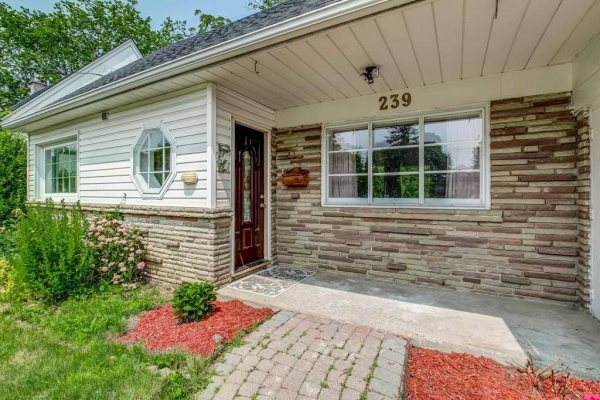 239 Burnhamthorpe Rd, Toronto