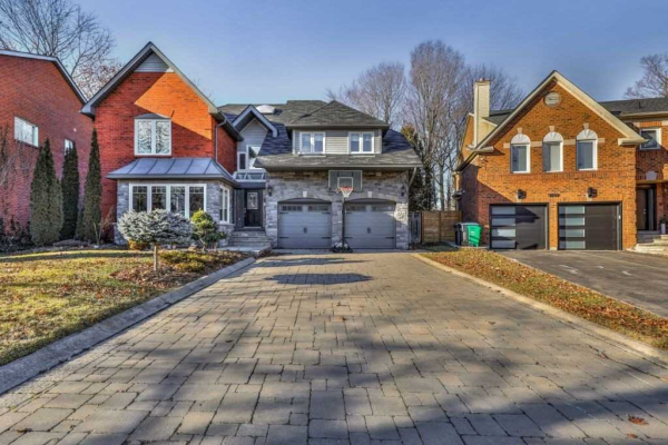 3715 St. Laurent Crt, Mississauga