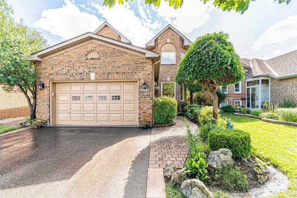 130 Royal Orchard Dr, Brampton