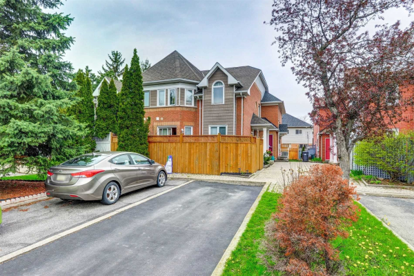 142 Clover Bloom Rd, Brampton