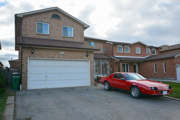 10 Fairlight St, Brampton