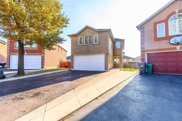 9 Flaming Oak Crt, Brampton