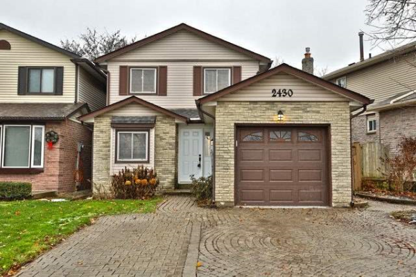 2430 Malcolm Cres