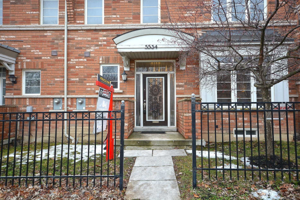 5534 Tenth Line W, Mississauga