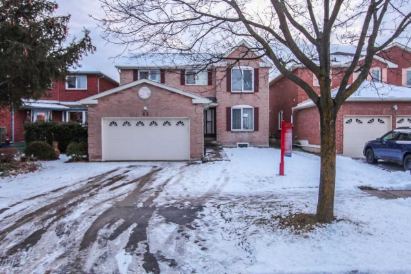 85 Peelton Heights Rd, Brampton