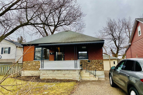 876 Atwater Ave, Mississauga