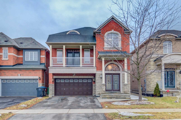 86 Maple Valley St, Brampton