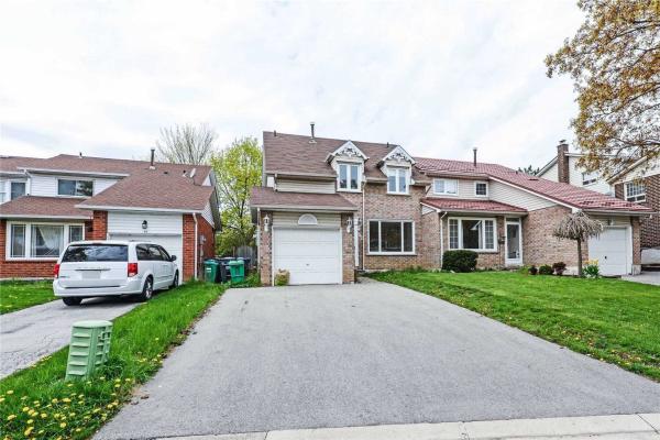 52 Courtleigh Sq, Brampton