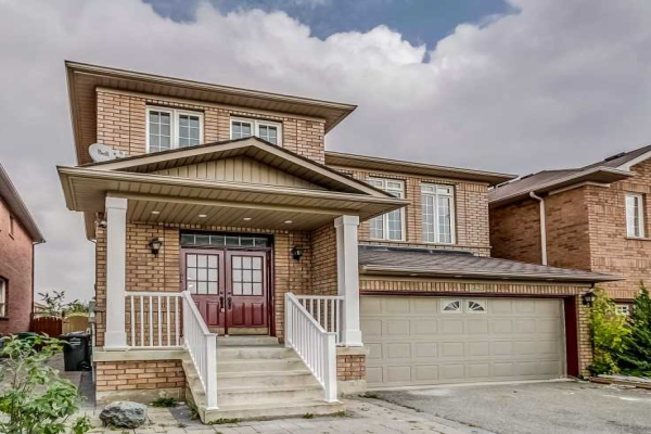 23 Chestermere Cres W