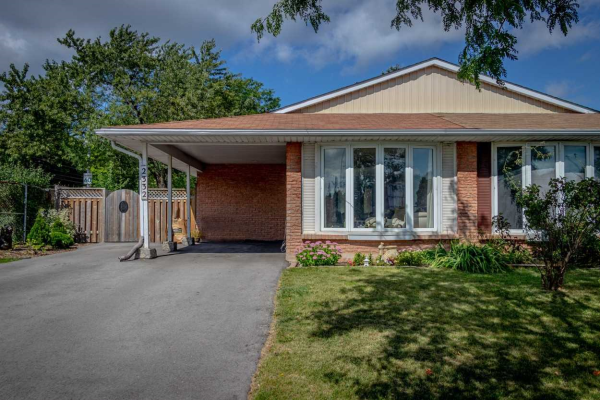 2332 Greenbank Tr, Burlington