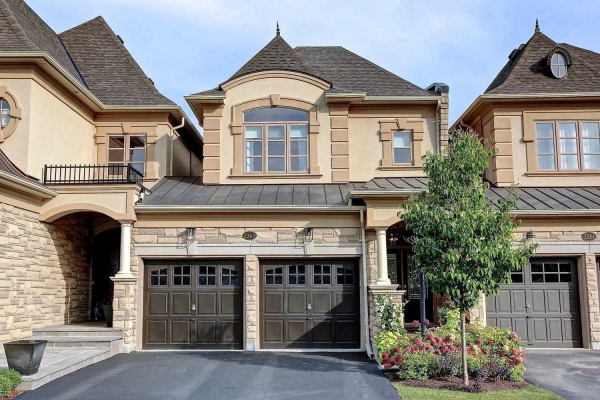 2363 Chateau Common, Oakville