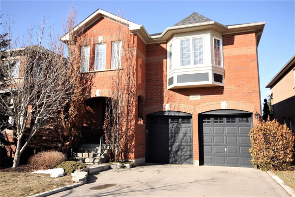 6825 Golden Hills Way, Mississauga