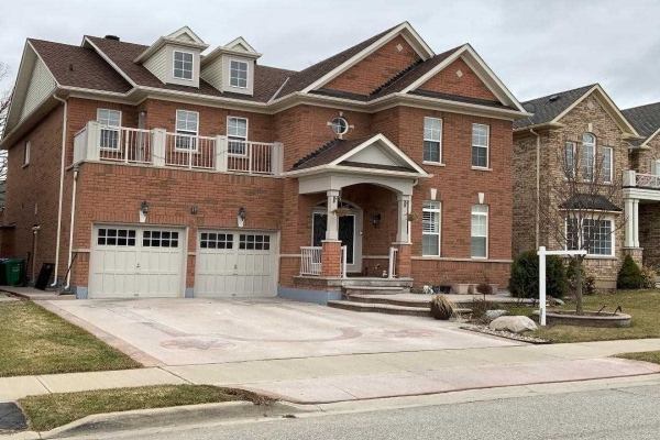 29 Crown Dr, Brampton