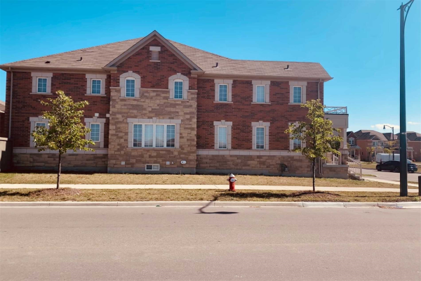 2 Banas Way, Brampton