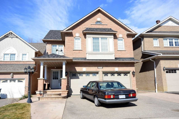 1033 Knotty Pine Grve, Mississauga
