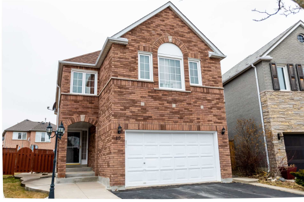 10 Twisted Oak St, Brampton