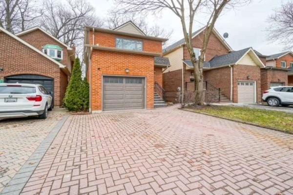 1446 Credit Woodlands Crt, Mississauga