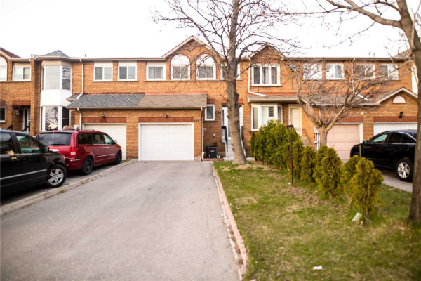 735 Constellation Dr, Mississauga