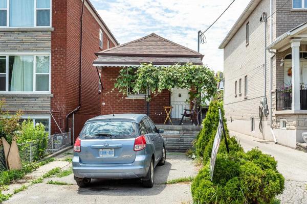 538 Mcroberts Ave, Toronto