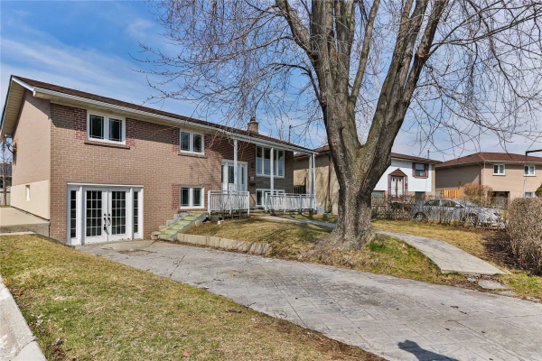 56 Candlewood Cres