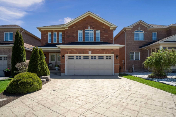 116 Queen Mary Dr, Brampton