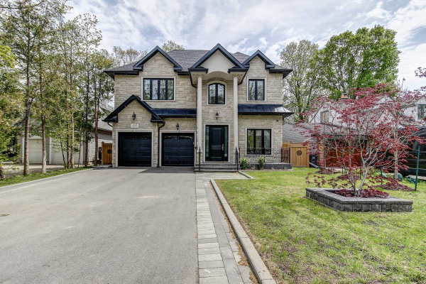 318 Maple Grove Ave, Mississauga