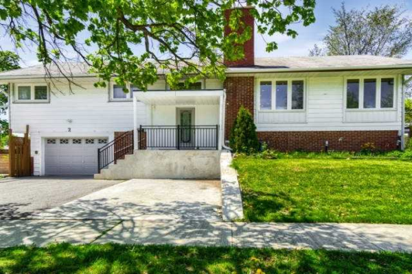 2 Crestview Ave, Brampton