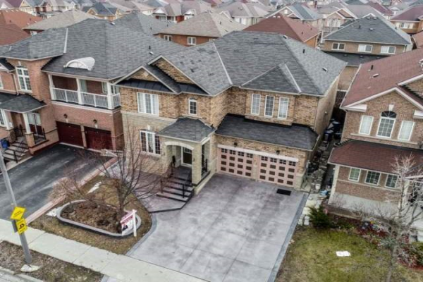 209 Father Tobin Rd, Brampton