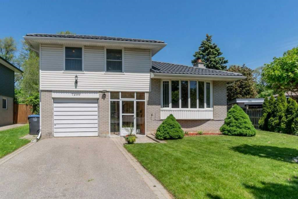 $989,000 • 1299 Canford Cres