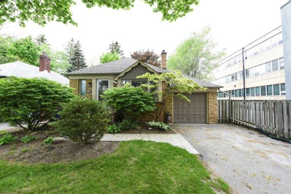 564 Prince Edward Dr N, Toronto