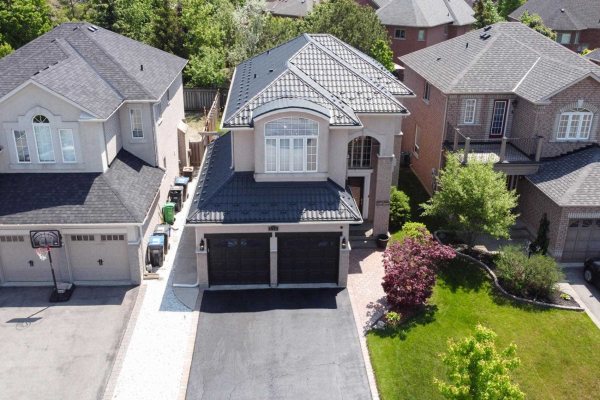 174 Royal Valley Dr, Caledon