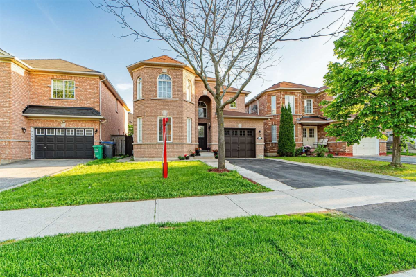 132 Queen Mary Dr, Brampton