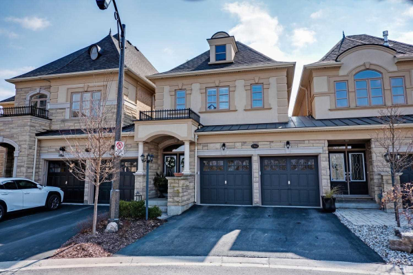 2362 Chateau Common, Oakville
