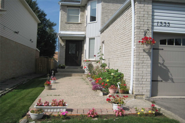 1533 Cuthbert Ave, Mississauga