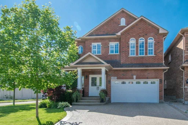 457 Thistle Glen Lane, Oakville