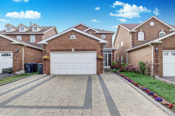 3267 Mcmaster Rd, Mississauga