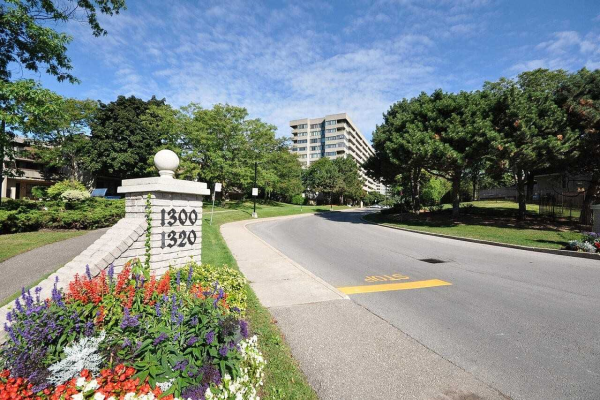 1320 Mississauga Valley Blvd, Mississauga