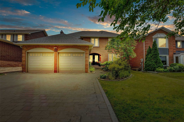 52 Deanewood Cres