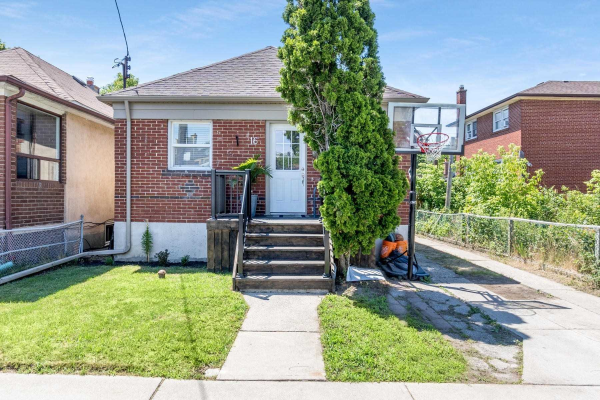16 Laxis Ave, Toronto