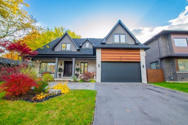 112 Lloyd Manor Rd, Toronto
