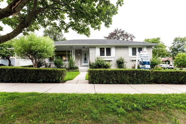 54 Irwin Rd, Toronto