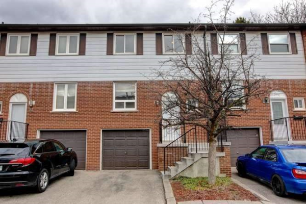 2445 Homelands Dr, Mississauga