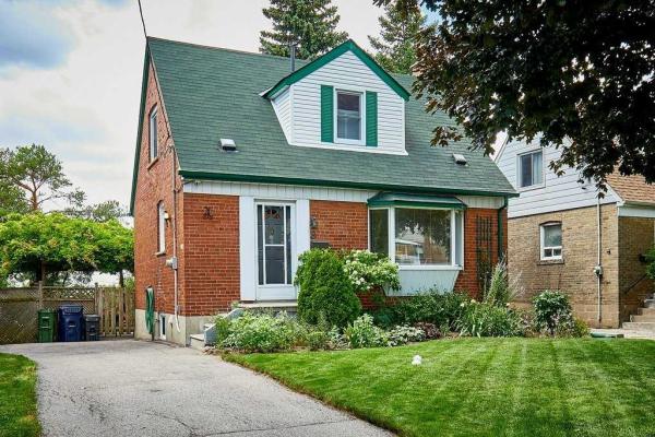 8 Greenacres Rd, Toronto