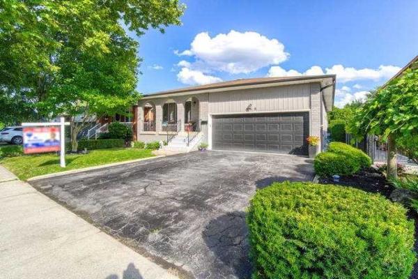348 Enfield Rd, Burlington