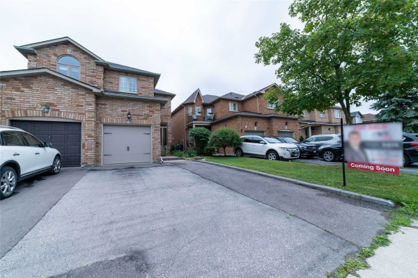 23 Carriage House Rd, Caledon