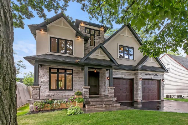366 Queen Mary Dr, Oakville
